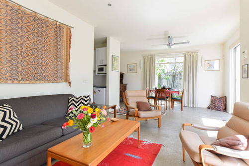 Accommodation Clifton Hill Apartment Pet Friendly Self Contained